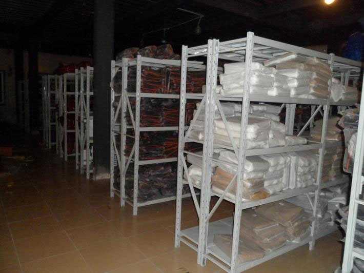 服装仓库层架特点:  1,组装式结构,可调节,拆装易.